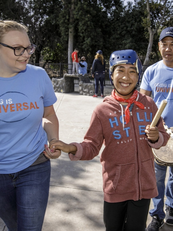 Universal Studios Employee Volunteers Pay It Forward at Annual Day of Giving